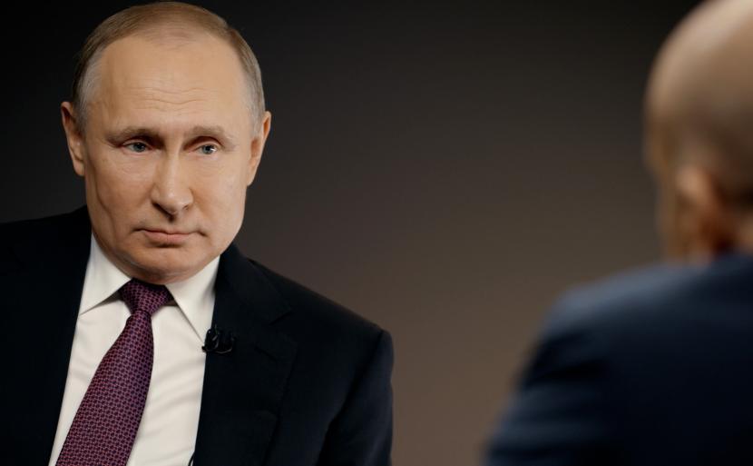 Путин попросил россиян не скупать продукты, которые потом придется выбрасывать