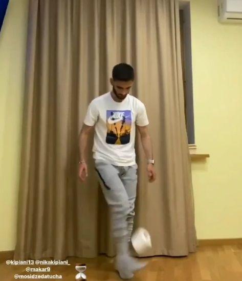 Игрок «Рубина» поучаствовал в футбольном челлендже, посвященном коронавирусу