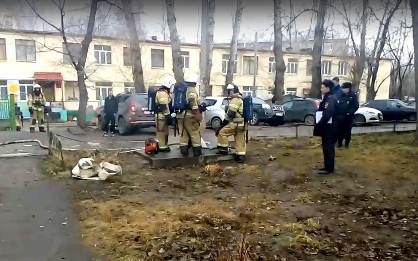 На улице Портовая в Казани вспыхнул пожар, на место прибыли огнеборцы