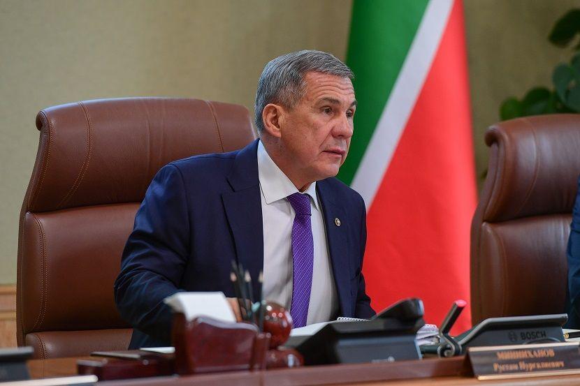 Рустам Минниханов поручил чиновникам не прекращать прием граждан