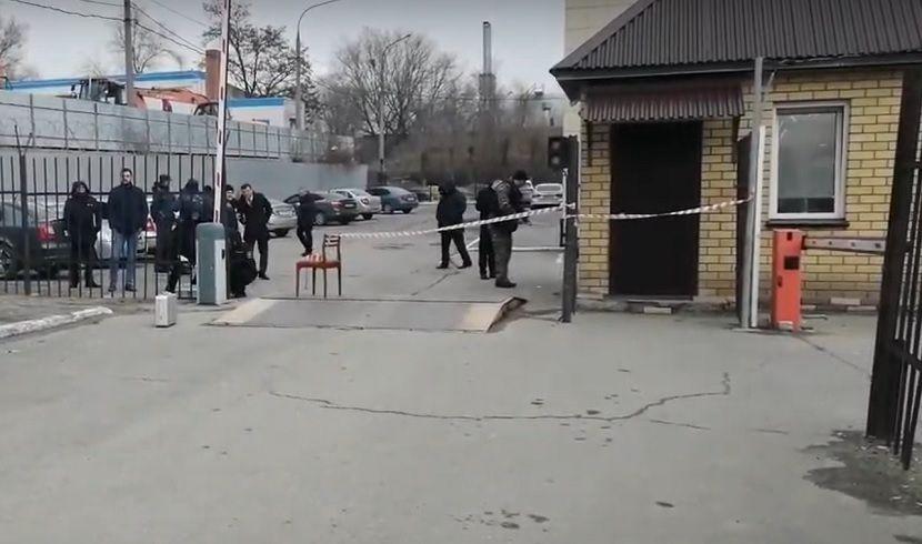 Задержанный за грабеж житель Волгограда зарезал полицейского на крыльце УБЭП