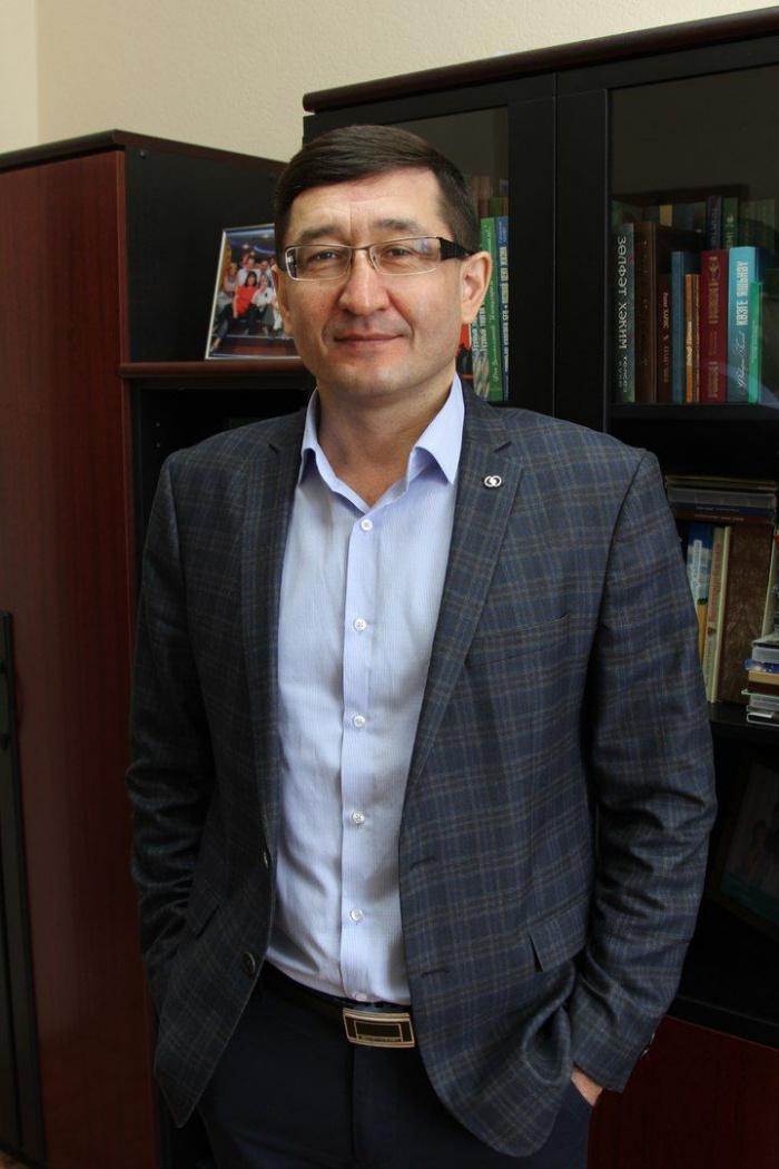Президент Татарстана отметил работу заместителя исполнительного директора ТНВ