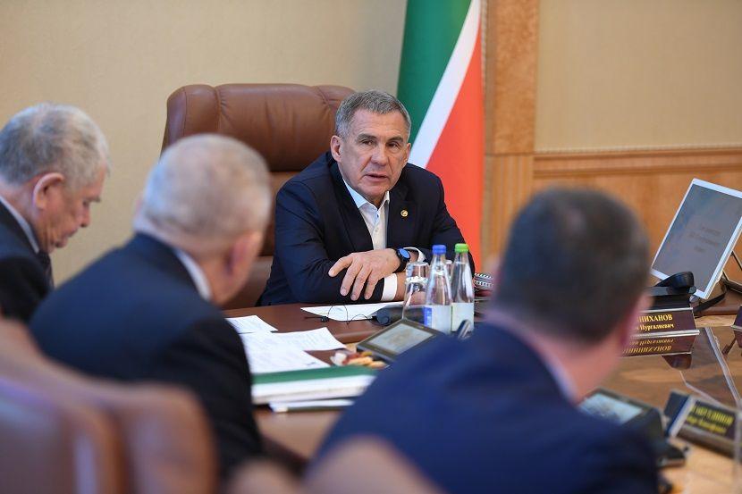 Рустам Минниханов распорядился закрыть на неделю все торговые центры в Татарстане
