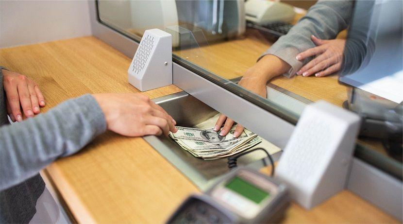 Российские вкладчики в массовом порядке закрывают банковские счета