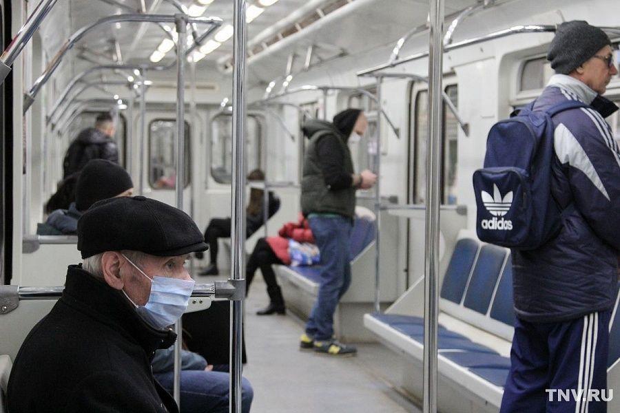 «Один процент в масках»: как меняется поведение пассажиров казанской подземки - фото