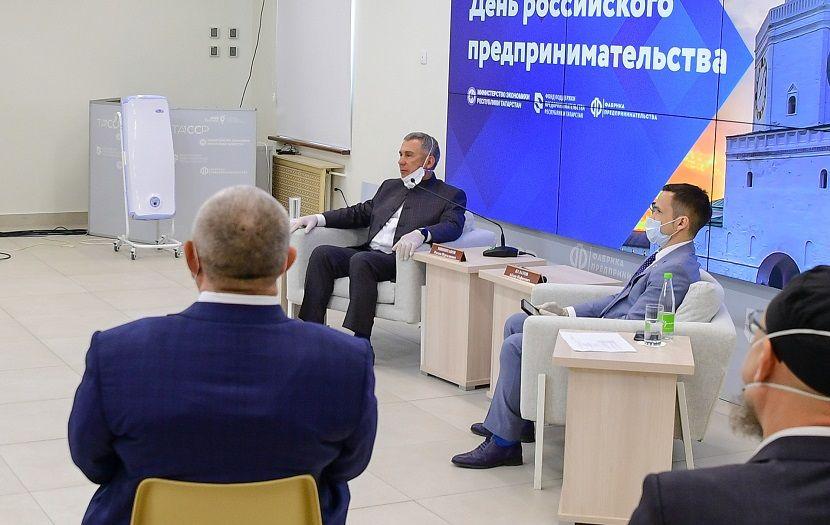 Минниханов посоветовал предпринимателям Татарстана учиться новому