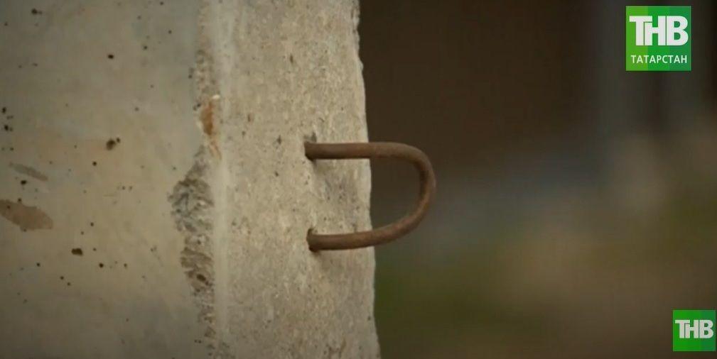 «Столб раздора»: в казанском поселке Большие Клыки жители жалуются на брус, который мешает проезду - видео