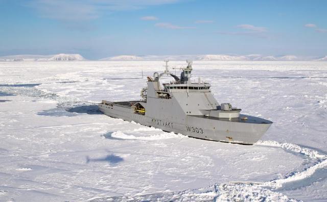 Норвежский военный корабль KV Svalbard вторгся в воды Северного морского пути