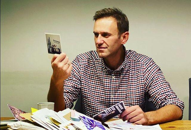 Немецкие читатели осудили Алексея Навального за оскорбление бывшего канцлера ФРГ