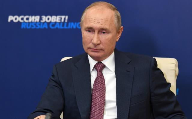 Путин заявил о непредсказуемости курса доллара в случае победы Байдена