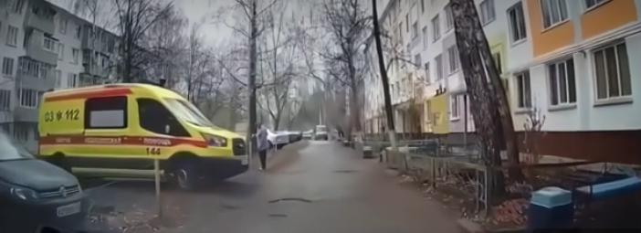 В Челнах женщина выгнала с парковки карету скорой помощи