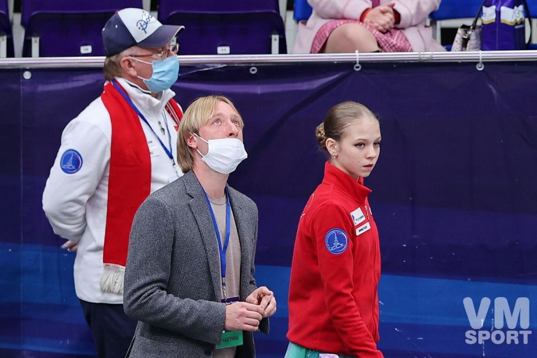Трусова сорвала короткую программу на ЧМ в Стокгольме