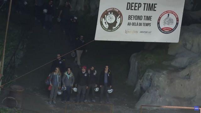 Во Франции 15 добровольцев выживали 40 дней в пещере