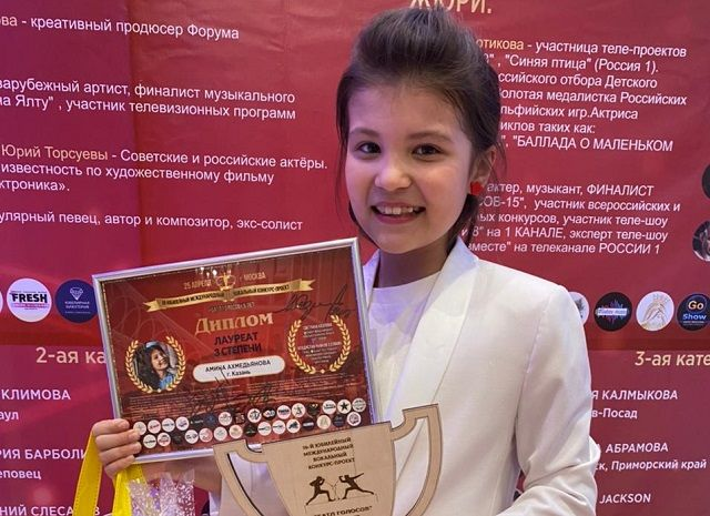 "Финалистка фестиваля ""Сэйлэн"" Амина Ахметзянова спела в проекте «Батл голосов-5 лет»"