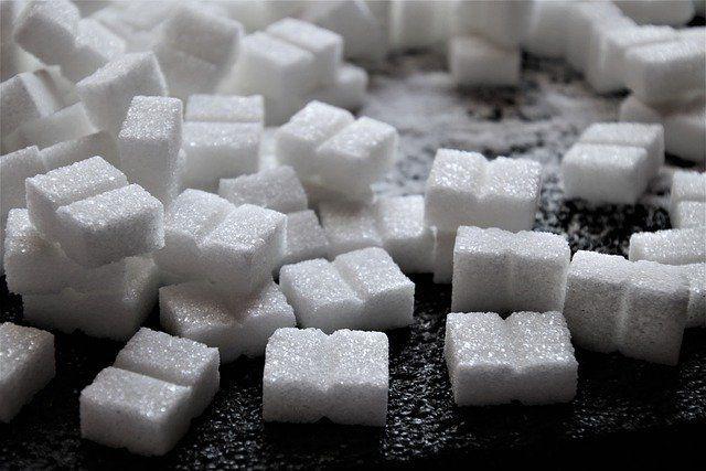 Минсельхоз отказался от продолжения регулирования цен на сахар и масло