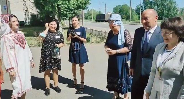 Марат Ахметов посетил Казанский техникум народных художественных промыслов
