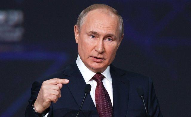 Путин призвал россиян не игнорировать ограничения из-за COVID-19
