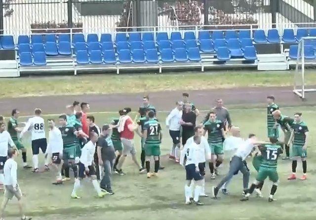 В Казани футболисты любительской лиги устроили массовую драку на стадионе Динамо