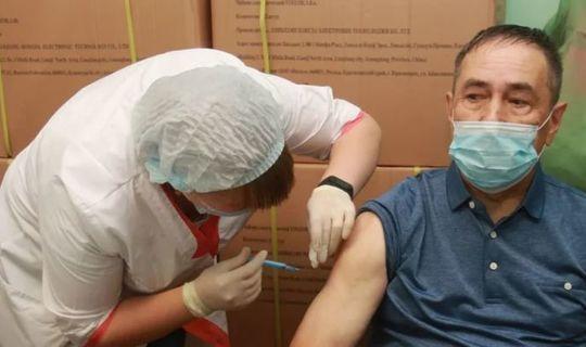 Әлмәт ветераннары вакытлыча прививка пунктларында COVID-19дан вакцинация узды