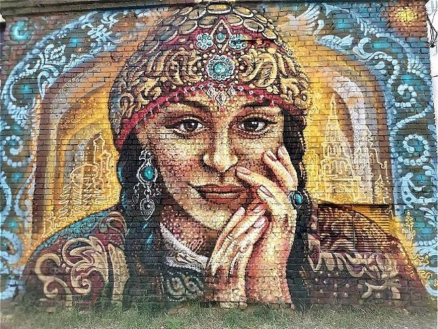 В центре Казани появился мурал с восточной красавицей