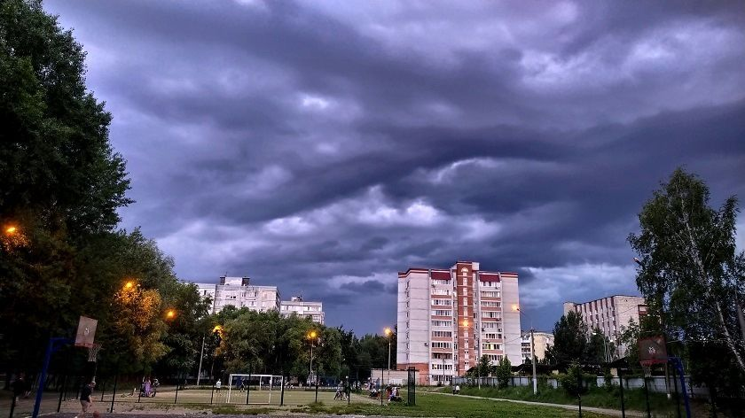 Татарстанцев предупредили о грозе и усилении ветра в четверг