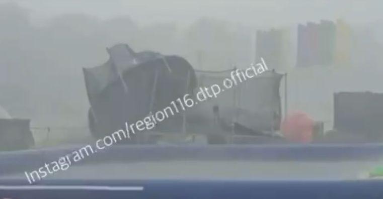 Видео: ураган снес столы и батуты на праздновании Сабантуя в Татарстане