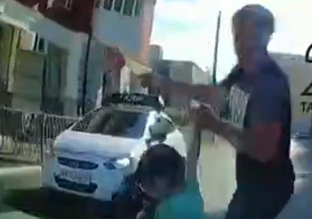 Видео: в Казани иномарка сбила переходящих по «зебре» отца с сыном