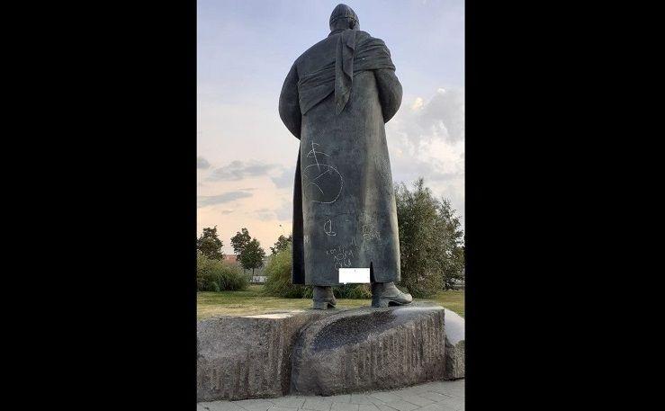 Вандаллар Казан үзәгендә шагыйрь Кол Гали һәйкәленә зыян салалар