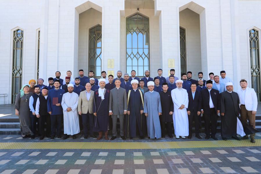 Болгар ислам академиясендә магистрларга дипломнар тапшырылган