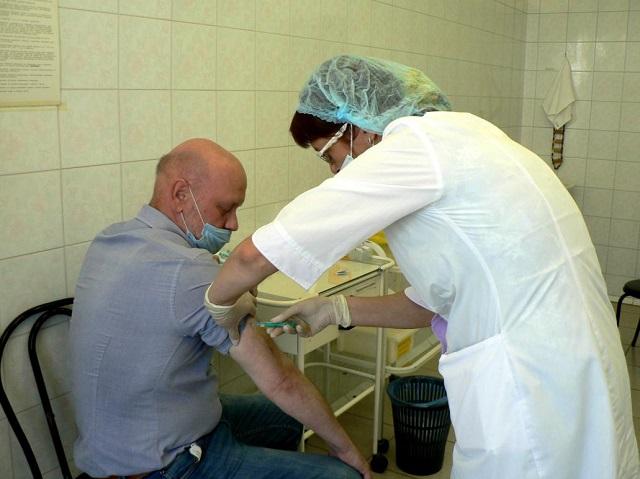 Роспотребнадзор настоял на обязательной вакцинации сотрудников литейного завода «КамАЗа»