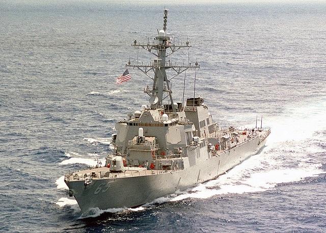 Китай заявил о незаконном вторжении американского эсминца в Южно-Китайское море