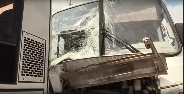 Видео: В Ростове-на-Дону в результате столкновения двух автобусов пострадали 8 человек