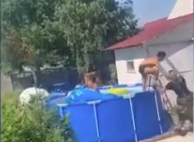 В Татарстане отдыхающий в бассейне с красоткой жулик угодил в руки полицейских