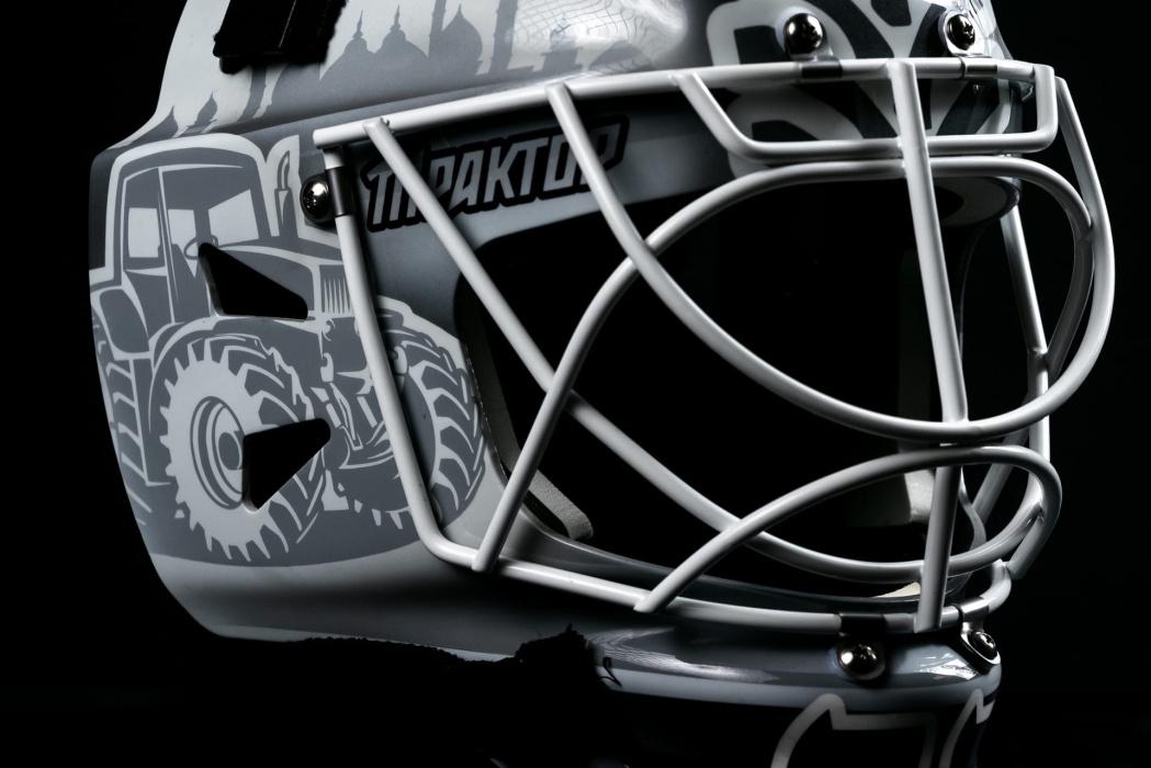 Фото: новый вратарский шлем Эмиля Гарипова вызвал гнев фанатов «Трактора»