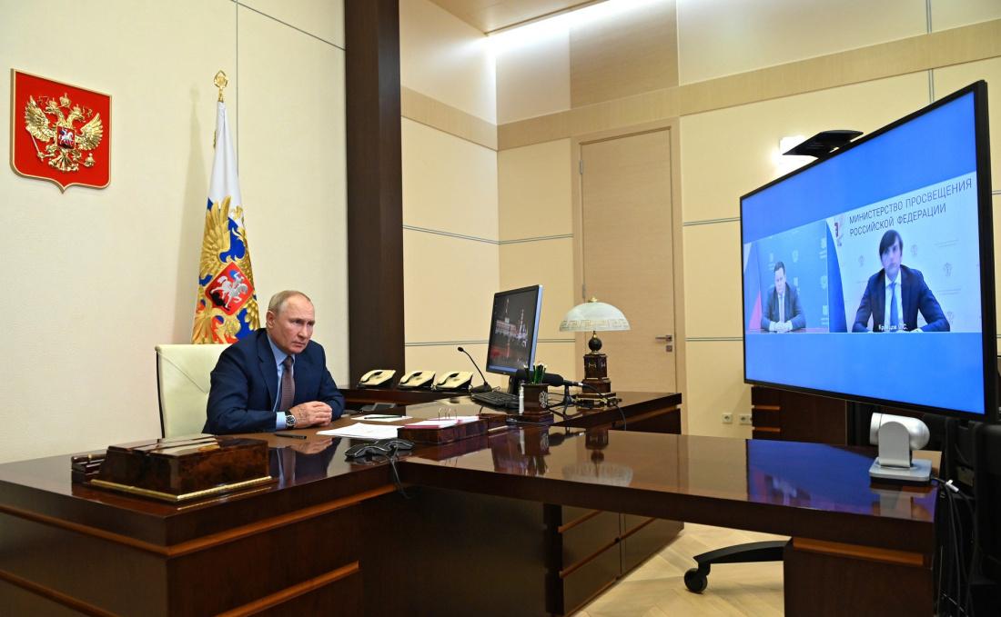 Путин назвал число аварийных школ в России