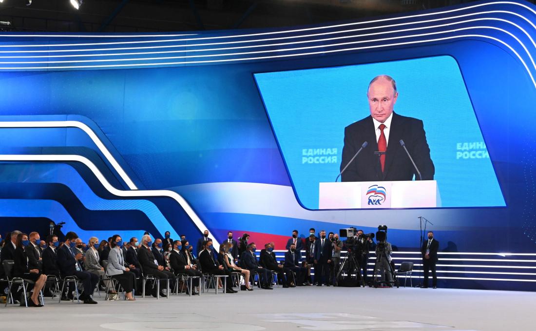 В Кремле пообещали сообщить, примет ли Путин участие во втором этапе съезда ЕР