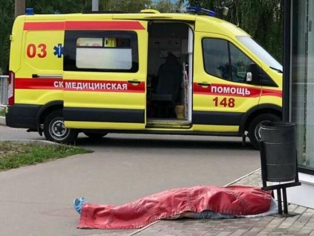 В Челнах возле аптеки скончалась женщина