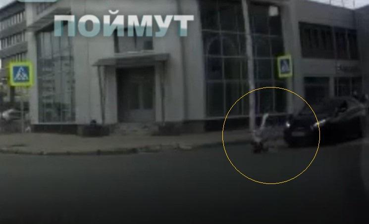 В Казани автоджентльмен на иномарке сбил девушку на «зебре» - видео