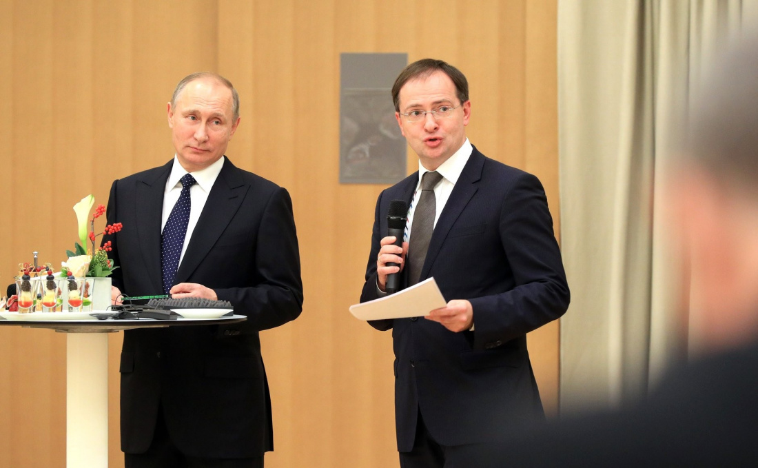 Путин поручил Мединскому создать и возглавить комиссию по историческому просвещению