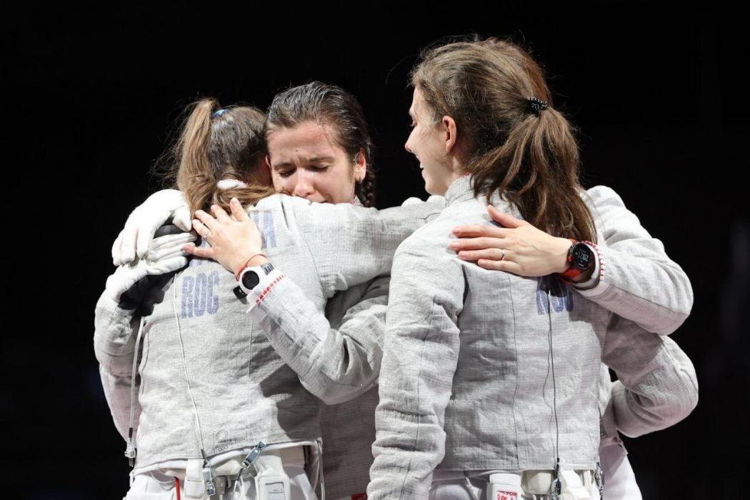 Саблистки из России вырвали золото у французов в командном финале на Олимпиаде