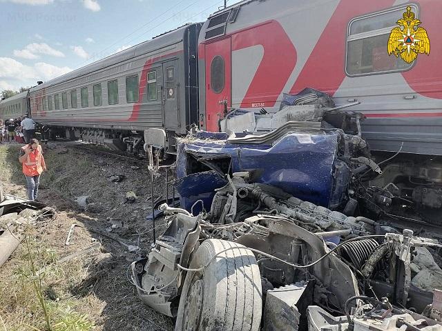 Водитель цементовоза погиб при столкновении с поездом в Калужской области