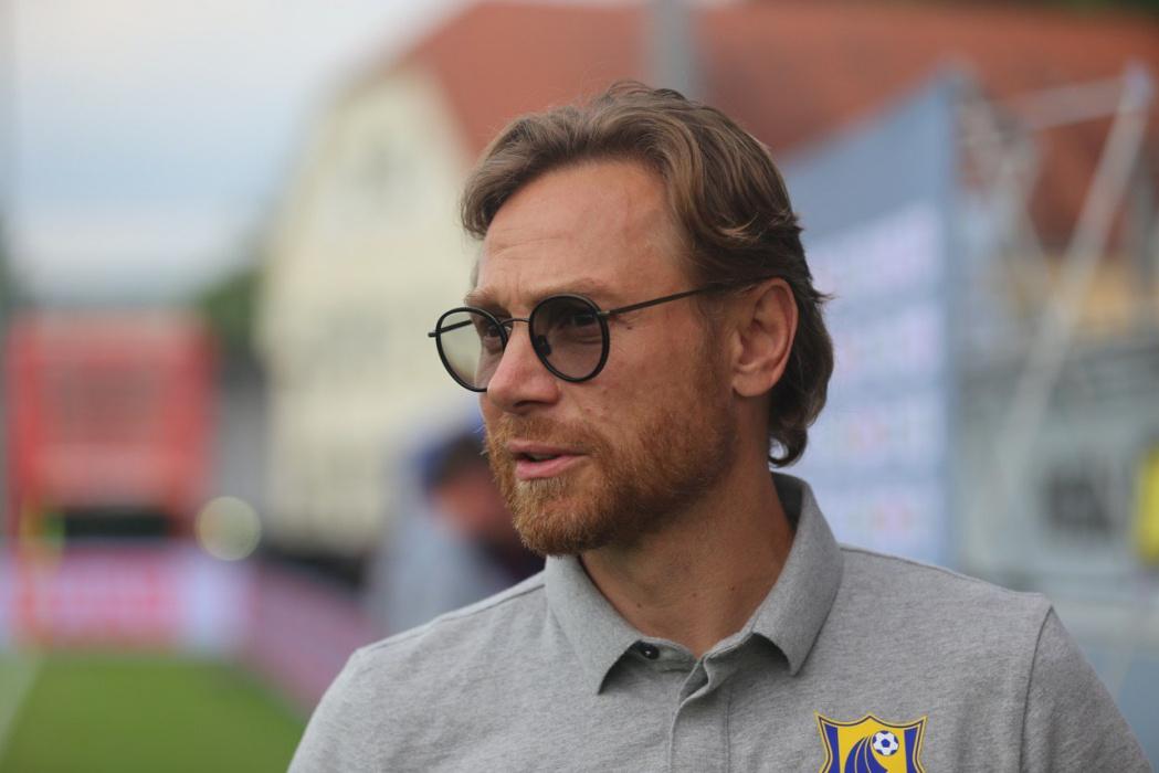 Наставник сборной России по футболу Валерий Карпин уволен из ФК «Ростов»