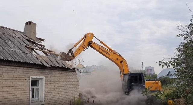 Власти Казани показали видео со сносом домов в поселке Залесный
