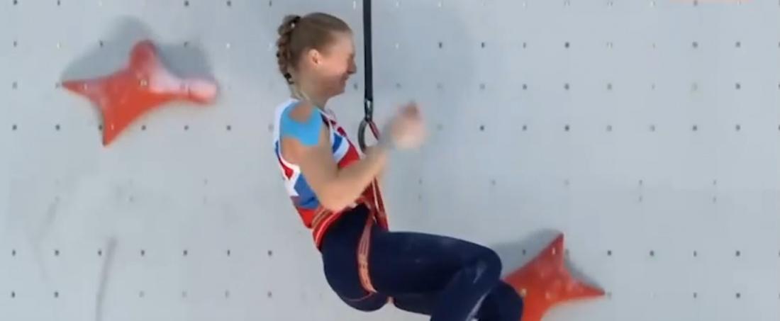 Видео: скалолазка из России расплакалась, сорвавшись со «скалы»