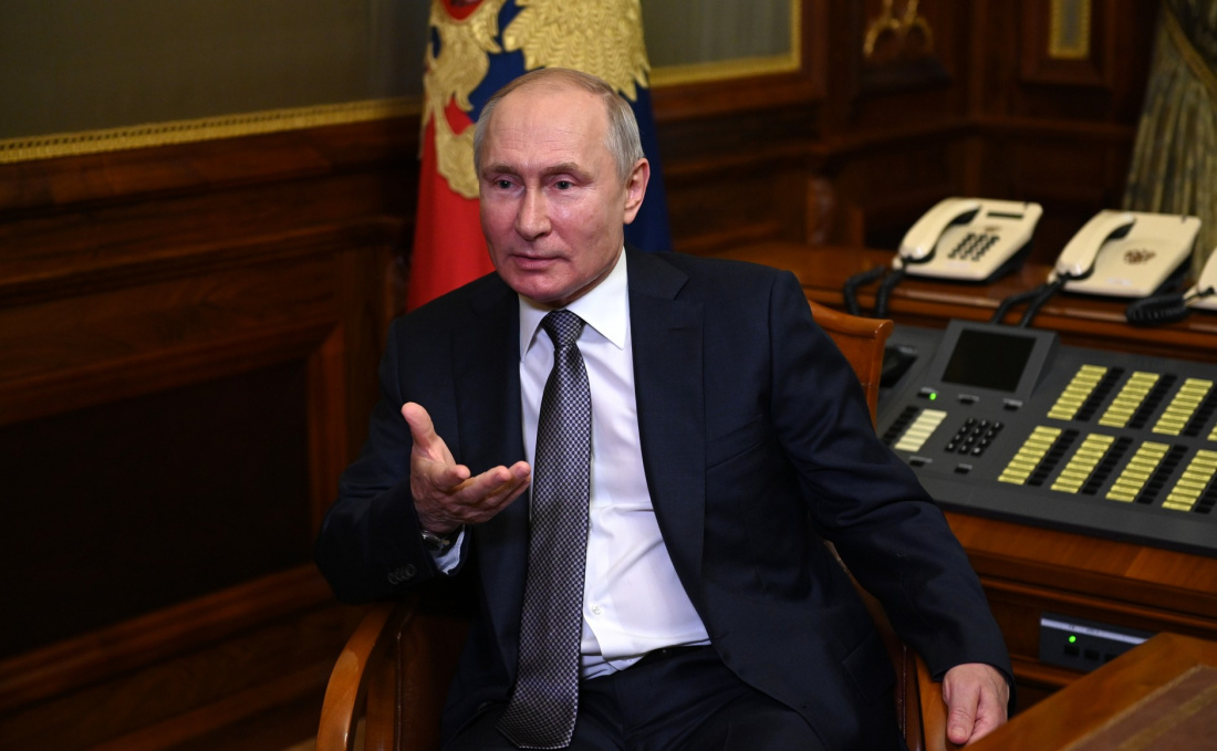 Путин поздравил с российскую команду с победой на олимпиаде по химии в Токио