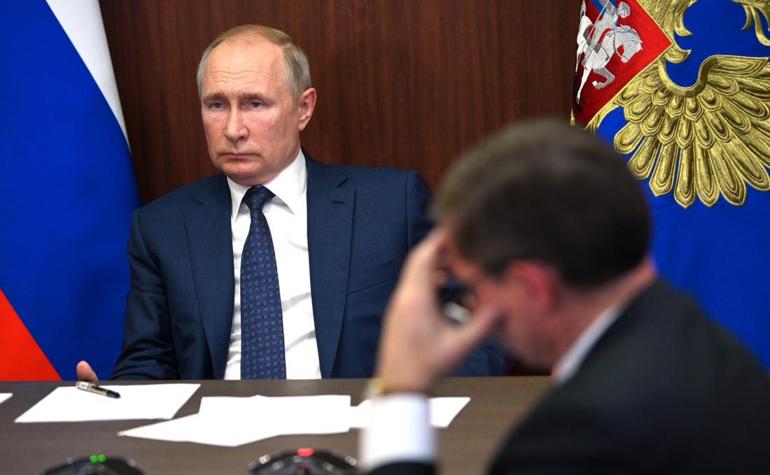 Путин выразил соболезнования родным пилотов, погибших при крушении самолета Ил-112
