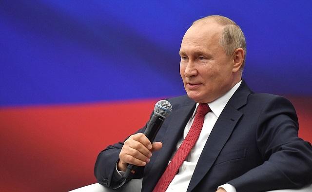 Путин анонсировал  выплату в 10 000 рублей для всех пенсионеров — видео