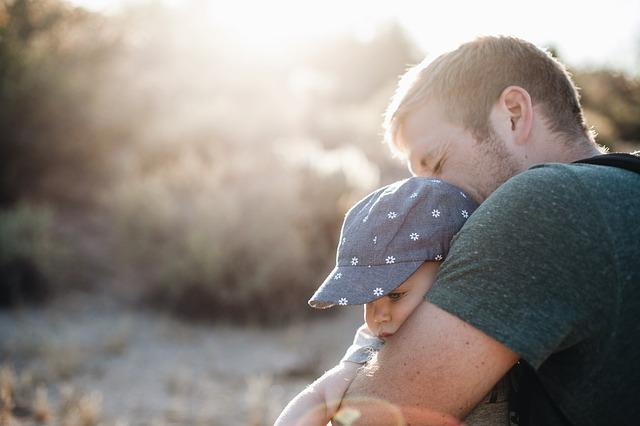 Минтруд: отцам детей от суррогатных матерей с 2022 года начнут выдавать маткапитал