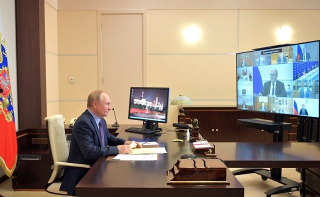 Путин похвалил правительство за работу в период пандемии