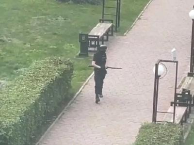 Вооруженный огнестрельным оружием стрелок напал на Пермский университет - видео